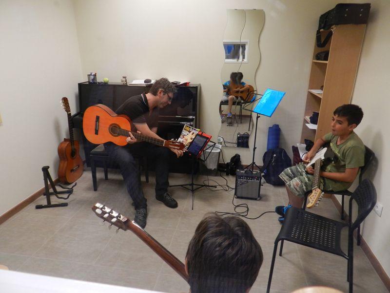 Clases Guitarra Grupo - Marbella Music School
